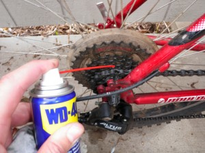 Smør kæden på cyklen
